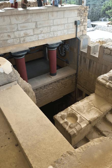 palace of knossos columns