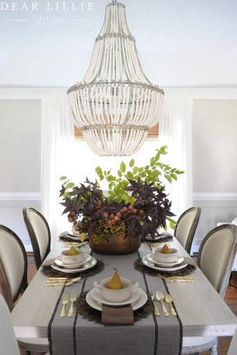 small space thanksgiving table